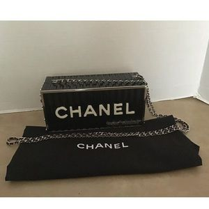 CHANEL Métiers d'Art Resin Container Clutch